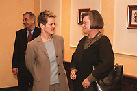 17 JAN 2001, BERLIN/GERMANY:<br /> Renate Kuenast, B90/Gruene, Bundesverbraucherschutz- und Landwirtschaftsministerin, und Dr. Hedda von Wedel, BSE Beauftragte der Bundesregierung, nach einem Gespraech, Hotel Palace <br /> IMAGE: 20010117-02/01-09<br /> KEYWORDS: Renate Künast, Gespräch
