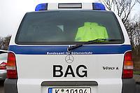 03 JAN 2005, LUDWIGSFELDE/GERMANY:<br /> Fahrzeug des Bundesamtes fuer Gueterverkehr, waehrend einer Mautkontrolle, Parkplatz Fresdorfer Heide<br /> IMAGE: 20050103-01-002<br /> KEYWORDS: Bundesamt für Güterverkehr, LKW Maut, BAG