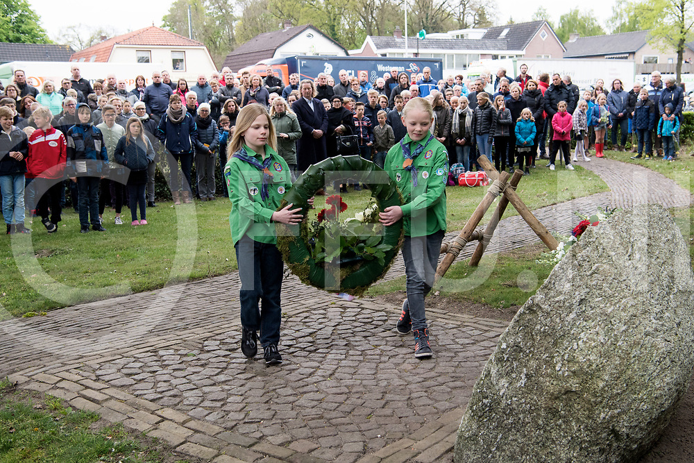 BALKBRUG - Dodenherdenking.<br /> Foto: Scouting legt een krans.<br /> FFU PRESS AGENCY COPYRIGHT FRANK UIJLENBROEK