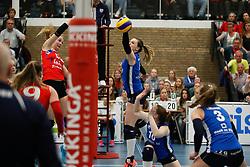 20170430 NED: Eredivisie, VC Sneek - Sliedrecht Sport: Sneek<br />Monique Volkers (12) of VC Sneek, Lea van Rooijen (4) of Sliedrecht Sport <br />©2017-FotoHoogendoorn.nl / Pim Waslander