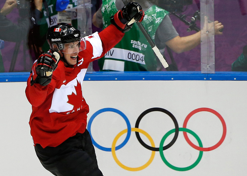 Canada's Sidney Crosby celebrates after scoring against Sweden during the second period of their men's ice hockey gold medal game at the Sochi 2014 Winter Olympic Games February 23, 2014.   REUTERS/Jim Young