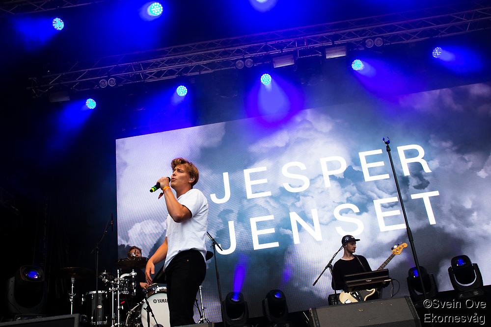 Jesper Jenset spiller på Jugendfest 2019 på Color Line Stadion i Ålesund.