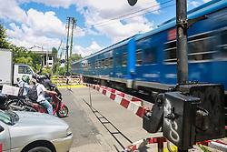 Trânsito de carros parado para o transporte público por trens, em Buenos Aires. FOTO: Jefferson Bernardes/ Agência Preview