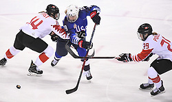 PYEONGCHANG, Feb. 22, 2018  Gigi Marvin of the United States (C) vies for the puck during women's ice hockey final against Canada at Gangneung Hockey Centre, in Gangneung, South Korea, Feb. 22, 2018. The United States beat Canada in shootout to win the women's ice hockey gold medal at the Winter Olympic Games here on Thursday. (Credit Image: © Wang Haofei/Xinhua via ZUMA Wire)