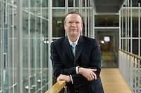 20 JAN 2006, BERLIN/GERMANY:<br /> Dr. Rainer Wend, MdB, SPD, Vorsitzender des Ausschusses fuer Wirtschaft und Arbeit des Deutschen Bundestages, an Jakob-Kaiser-Haus, Deutscher Bundestag <br /> IMAGE: 20060120-01-025