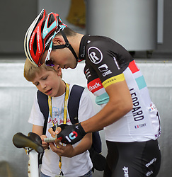 01.07.2012, Luettich, BEL, Tour de France, 1. Etappe Luettich-Seraing, im Bild GALLOPIN Tony (RadioShack Nissan) gibt einem jungen Fan ein Autogramm // during the Tour de France, Stage 1, Liege-Seraing, Belgium on 2012/07/01. EXPA Pictures © 2012, PhotoCredit: EXPA/ Eibner/ Ben Majerus..***** ATTENTION - OUT OF GER *****