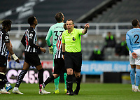 Football - 2020 / 2021 Premier League - Newcastle United vs Manchester City - St James' Park<br /> <br /> The referee award a penalty to Newcastle after a VAR decision  <br /> <br /> Credit : COLORSPORT/BRUCE WHITE
