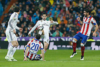 Real Madrid´s Isco (C) and Atletico de Madrid´s Raul Garcia during Spanish King´s Cup match at Santiago Bernabeu stadium in Madrid, Spain. January 15, 2015. (ALTERPHOTOS/Victor Blanco)