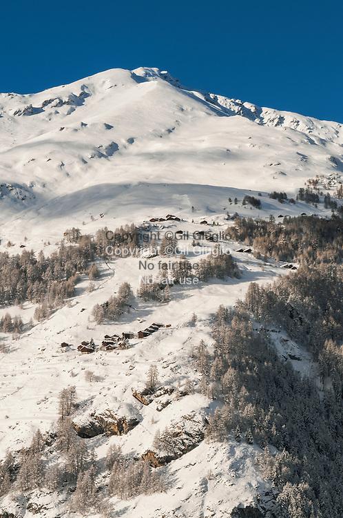 Suisse, canton du Valais, vallée d'Evolène depuis village de Lasage // Switzerland, canton of Valais, Evolene valley vue depuis village of Lasage