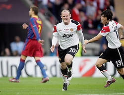 28.05.2011, Wembley Stadium, London, ENG, UEFA CHAMPIONSLEAGUE FINALE 2011, FC Barcelona (ESP) vs Manchester United (ENG), im Bild Wayne Rooney of Manchester Utd makes 1-1 and celebrates with his Teammates during  the UEFA  Champions League Final between Barcelona and Manchester United at the Wembley Stadium  in London    on 28/05/2011, EXPA Pictures © 2011, PhotoCredit: EXPA/ IPS/ M. Pozzetti *** ATTENTION *** UK AND FRANCE OUT!