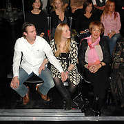 NLD/Weesp/20070319 - 3e Live uitzending Just the Two of Us, Debbie Koeman en partner, schoonmoeder van Bartina Koeman