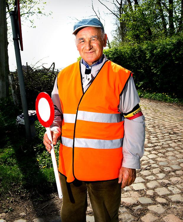 Belgie, Vlaanderen, Westhoek, 02-04-2014.<br /> Wielrennen, Elite Mannen, 3-daagse van de Panne.<br /> Signaalgevers bij de wielerkoers 3-Daagse van de Panne.<br /> <br /> Naam : Paul van der Pette, 4 jaar actief als signaalgever.<br /> <br /> Foto: Klaas Jan van der Weij