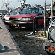 haven van Huizen, auto's geparkeerd langs de kade