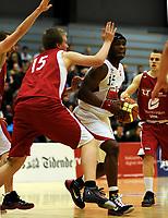 Basket<br /> BLNO<br /> 02.02.2010<br /> Ulriken Elite - Gimle<br /> Haukelandshallen<br /> Marius Johansson (L) og Audun Eskeland (R) , Ulriken<br /> Peter Bullock (M) , Gimle<br /> Foto : Astrid M. Nordhaug