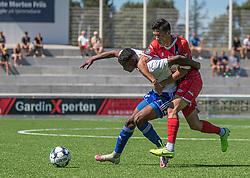 Illias Hassan (HIK) og Elijah Just (FC Helsingør) under træningskampen mellem FC Helsingør og HIK den 1. august 2020 på Helsingør Ny Stadion (Foto: Claus Birch).