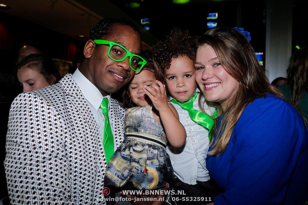 NLD/Amsterdam/20121104 - Premiere Shrek de musical, Rogier Komproe, partner Noortje Fassart en kinderen