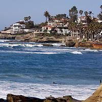 USA, California, San Diego. La Jolla oceanfront properties and coast.