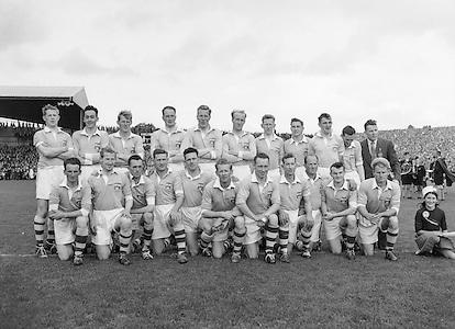 Neg no: 884/a2088-a2100...25091955AISFCF...25.09.1955...All Ireland Senior Football Championship - Final..Kerry.00-12..Dublin.01-06...Kerry. ..G. O'Mahony, J. O'Shea, E. Roche, J. M. Palmer, Sean Murphy, J. Cronin, T. Moriarty, J. Dowling (Captain), D. O'Shea, P. Sheehy, T. Costelloe, T. Lyne, J. Culloty, M. Murphy, J. Brosnan.Sub: J. J. Sheehan for Moriarty.J. Dowling (Captain)...