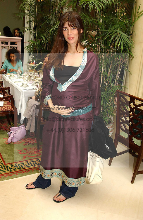 LISA BILTON at a fashion show of Sybil Stanislaus Summer 2005 collection with jewellery by Philippa Holland held at The Lanesborough Hotel, Hyde Park Corner, London on 13th April 2005.<br /><br />NON EXCLUSIVE - WORLD RIGHTS