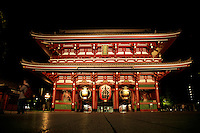 Hozomon Gate at Sensoji was built in 942 by military commander Taira no Kinmasa. He offered prayers at Senso-ji in hopes of becoming the lord of Tokyo and the surrounding areas, building the gate when his wishes were realized.  Later destroyed repeatedly by fire, the gate was rebuilt again and again. Though the design of the gate remained essentially the same from the end of the 12th century through the beginning of the 17th century, it was refurbished along with the Main Hall by third Edo shogun Tokugawa Iemitsu.