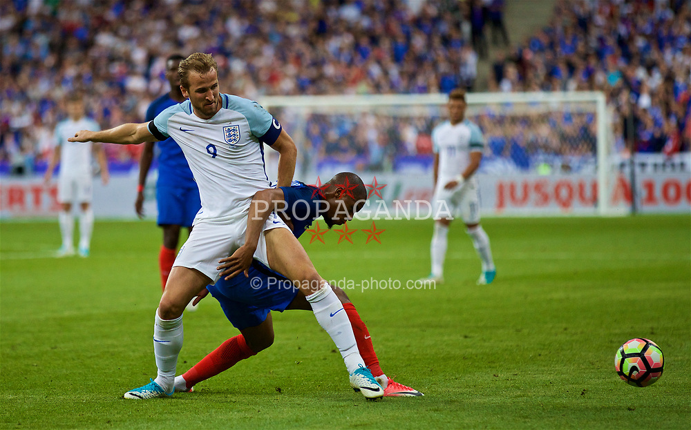 PARIS, FRANCE - Tuesday, June 13, 2017: England's captain Harry Kane in action against France during an international friendly match at the Stade de France. (Pic by David Rawcliffe/Propaganda)