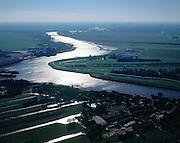 Nederland, Zuid-Holland, Hollandsche IJssel, 08-03-2002; luchtfoto (25% toeslag); links vd rivier Polder Kromme Geer en Zijde, rechts Polder Esse Gansdorp en Blaardorp; meanderende rivier richting Capelle a/d IJssel (aan de horizon met hoogspanningsmasten); ten tijde van De Ramp (watersnood '53) dreigden hier de verzwakte rivierdijken het te begeven - overstromingsgevaar voor het Groene Hart ; waterbeheer, landschap, milieu; ..Foto Siebe Swart