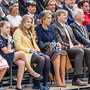 NLD/Tilburg/20170427- Koningsdag 2017, Koning Willem Alexander met Koningin Maxima en hun dochter Amalia, Alexia, Ariane en prins Constantijn