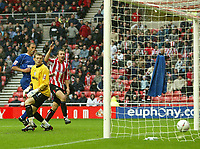 Fotball<br /> England<br /> 2004/2005<br /> 16.10.2004<br /> Foto: SBI/Digitalsport<br /> NORWAY ONLY<br /> <br /> Sunderland v Millwall<br /> Coca-Cola Championship<br /> <br /> Millwall's goalkeeper, Graham Stack (C) and captain, Kevin Muscat (L), can only watch as the ball sails into the goal from the captain's head.
