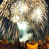(PPAGE1) Red Bank 7/3/2004   The Red Bank Fireworks photographed from the Riverside Gardens Park.  Photo by Michael J. Treola Staff Photographer.....MJT
