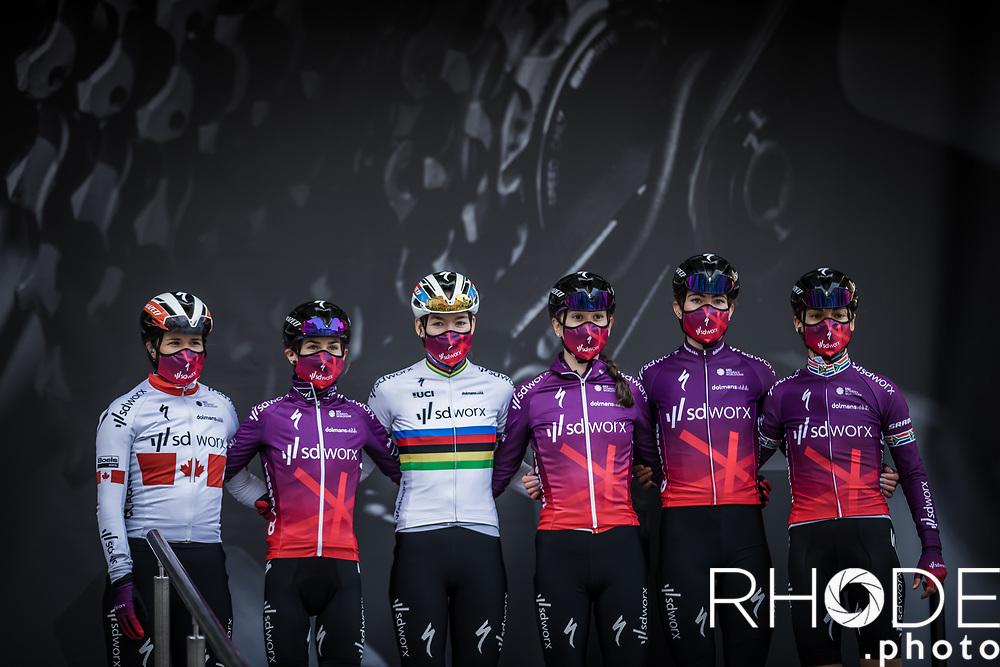 Team SDWorx pre race team presentation<br /> <br /> 24th la Flèche Wallonne Féminin 2021 (1.UWT)<br /> 1 Day Race: Huy – Huy 130,5km<br /> <br /> ©RhodePhoto