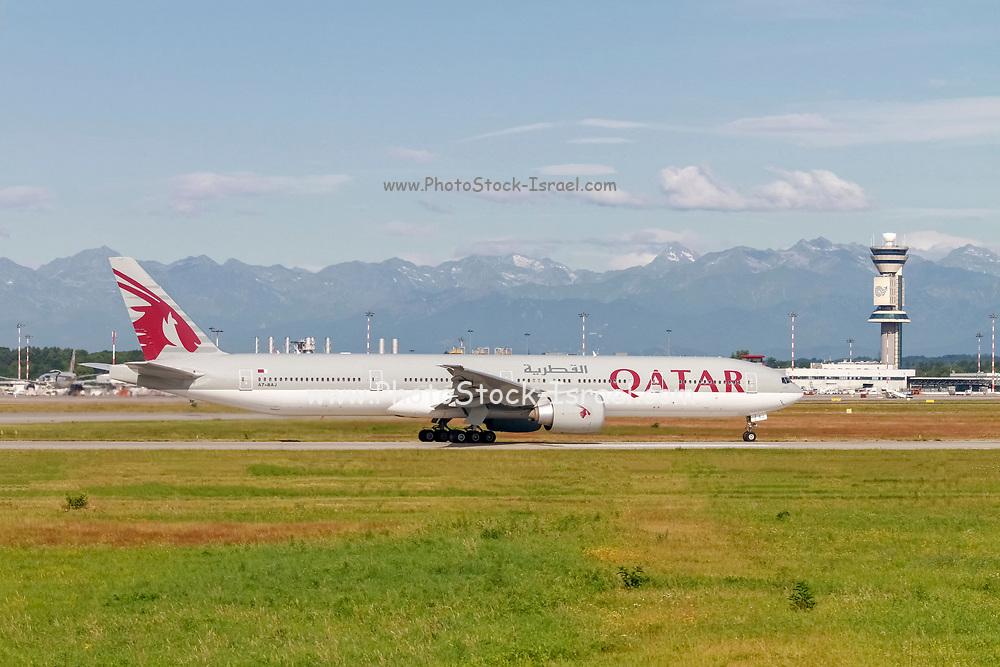 Qatar Airways (Qatar Amiri Flight), Boeing 777-300 (A7-BAJ), readying for take off
