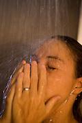 Sao Paulo_SP, Brasil...Mulher tomando banho...A woman having a shower...Foto: MARCUS DESIMONI /  NITRO