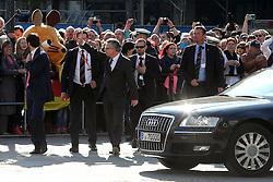 03.10.2015, Frankfurt am Main, GER, Tag der Deutschen Einheit, im Bild Bundesinnenminister Thomas de Maiziere wind den Bürgern // during the celebrations of the 25 th anniversary of German Unity Day in Frankfurt am Main, Germany on 2015/10/03. EXPA Pictures © 2015, PhotoCredit: EXPA/ Eibner-Pressefoto/ Roskaritz<br /> <br /> *****ATTENTION - OUT of GER*****