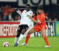 Fotball<br /> 17.08.2005<br /> Nederland v Tyskland 2-2<br /> Foto: Witters/Digitalsport<br /> NORWAY ONLY<br /> <br /> v.l. Gerald Asamoah , Khalid Boulahrouz