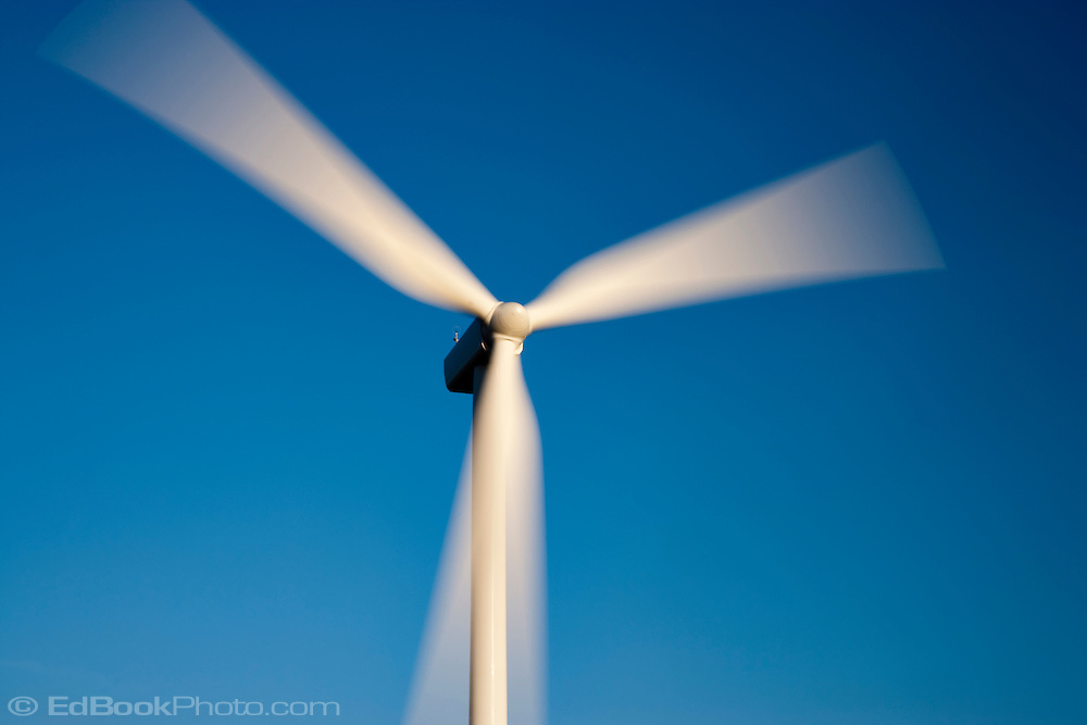 electric generating windmill in the Palouse region of eastern Washington, USA