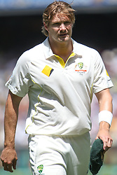 © Licensed to London News Pictures. 26/12/2013. Shane Watson walks off the field injured after straining his calf during the Ashes Boxing Day Test Match between Australia Vs England at the MCG on 26 December, 2013 in Melbourne, Australia. Photo credit : Asanka Brendon Ratnayake/LNP