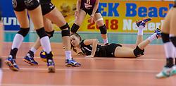 20-02-2016 NED: Coolen Alterno - Eurosped TVT, Almere<br /> Eurosped wint met 3-2 van Alterno en speelt morgen de finale / Nicole Oude Luttikhuis #10 of Eurosped