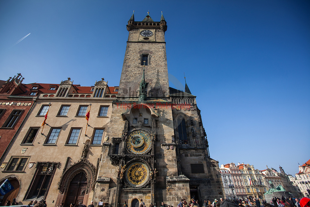 Walkabout in Praha (Prague). Visited the President's House, watched the changing of the guards,