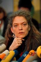 07.01.1999, Deutschland/Bonn:<br /> Antje Radcke, Sprecherin des Bundesvorstandes B90/Grüne, während einer Pressekonferenz zur Bundesvorstandsklausur von Bündnis 90 / Die Grünen, Bundesgeschäftsstelle<br /> Antje Radcke, Chairwoman of the federal executive board of the German Green Party, during a press conference<br /> IMAGE: 19990107-02/01-25
