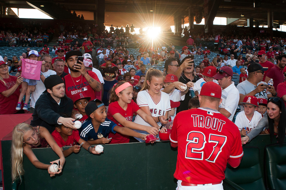 The Angels' Mike Trout signs autographs before the Angels' 5-4 loss to the Oakland Athletics at Angel Stadium on Thursday.<br /> <br /> ///ADDITIONAL INFO:   <br /> <br /> angels.0624kjs  ---  Photo by KEVIN SULLIVAN / Orange County Register  --  6/23/16<br /> <br /> The Los Angeles Angels take on the Oakland Athletics Thursday at Angel Stadium.<br /> <br /> <br />  6/23/16