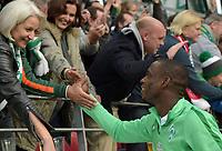 Fotball<br /> Tyskland<br /> 24.10.2015<br /> Foto: Witters/Digitalsport<br /> NORWAY ONLY<br /> <br /> Schlussjubel Anthony Ujah (Bremen)<br /> Fussball Bundesliga, FSV Mainz 05 - Werder Bremen 1:3