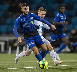 Valon Ljuti (HB Køge) følges af Jeppe Kjær (FC Helsingør) under kampen i 1. Division mellem HB Køge og FC Helsingør den 4. december 2020 på Capelli Sport Stadion i Køge (Foto: Claus Birch).