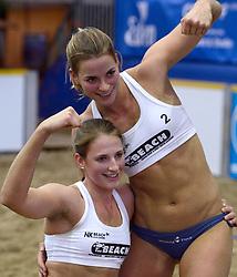 05-01-2014 VOLLEYBAL: NK INDOOR BEACHVOLLEYBAL: AALSMEER<br /> Jantine van der Vlist en Rimke Braakman winnen het NK Indoor Beachvolleybal<br /> ©2014-FotoHoogendoorn.nl