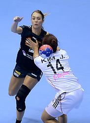 08-12-2013 HANDBAL: WERELD KAMPIOENSCHAP ZUID KOREA - NEDERLAND: BELGRADO <br /> 21st Women s Handball World Championship Belgrade. Nederland verliest de tweede partij van het WK met 29-26 van Korea / Lois Abbingh<br /> ©2013-WWW.FOTOHOOGENDOORN.NL