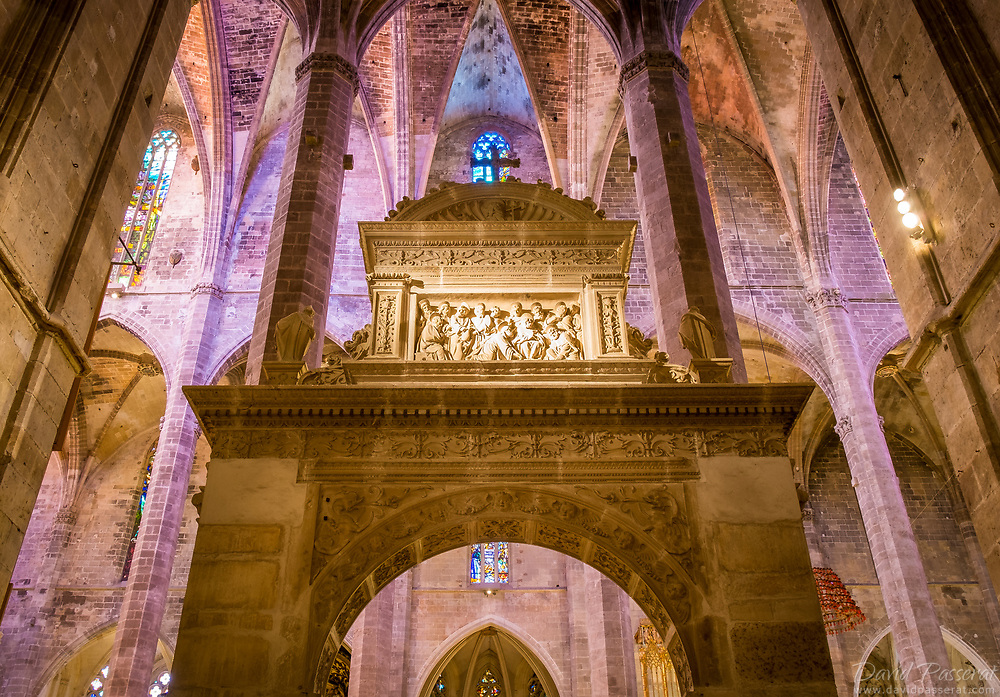 As we step in the cathedral of Mallorca from the Northern entrance, you find this wonderfull gate of the sacristy of Bermejo, also kmown as sacristy of Vermells