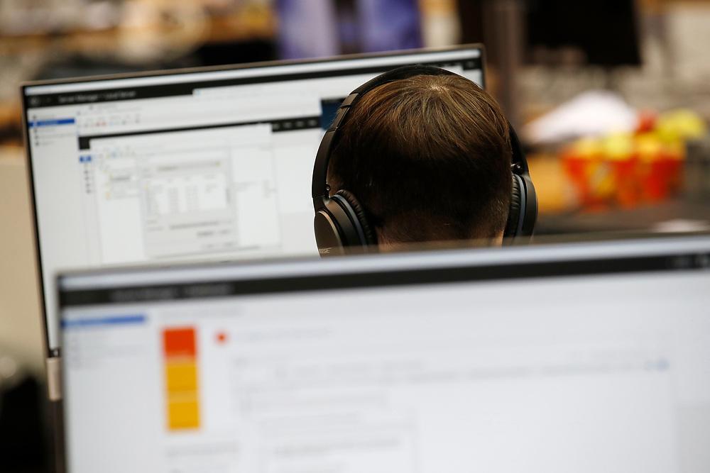 Informatiker/in EFZ, Applikationsentwicklung / Informaticien CFC / Informaticienne CFC, D?veloppement d?applications / Informatico (AFC) / Informatica (AFC), sviluppo di applicazioni / ICT Berufsbildung / ICT-Formation professionnelle Suisse / ICT-Formazione professionale Svizzera<br /> <br /> Informatiker/in EFZ, Betriebsinformatik / Informaticien CFC / Informaticienne CFC, Informatique d?entreprise / Informatico (AFC) / Informatica (AFC), informatica aziendale / ICT Berufsbildung / ICT-Formation professionnelle Suisse / ICT-Formazione professionale Svizzera<br /> <br /> Informatiker/in EFZ, Systemtechnik / Informaticien CFC / Informaticienne CFC, Technique des syst?mes / Informatico (AFC) / Informatica (AFC), tecnica di sistemi / ICT Berufsbildung / ICT-Formation professionnelle Suisse / ICT-Formazione professionale Svizzera<br /> <br /> ©  Stefan Wermuth