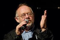 """22 AUG 2005, BERLIN/GERMANY:<br /> Juergen Flimm, Regisseur, waehrend einer Diskussion zum Thema """"7 Jahre rot-gruene Kulturpolitik"""", Palais der Kulturbrauerei<br /> IMAGE: 20050822-03-065<br /> KEYWORDS: Jürgen Flimm"""