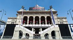 """22.07.2015, Staatsoper, Wien, AUT, Vorbericht zur Weltpremiere zu """"Mission Impossible - Rouge Nation"""", die am 23. Juli in der Staatsoper statt findet, im Bild Staatsoper mit Filmbanner // during preperation for premier of Mission Impossible Rogue Nation at the State Opera in Vienna, Austria on 2015/07/22, EXPA Pictures © 2015, PhotoCredit: EXPA/ Michael Gruber"""