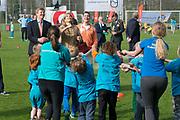 Koning Willem-Alexander en  Koningin Maxima hebben de Koningsspelen in Leiden geopend. Na het Koningsontbijt en het optreden van Kinderen voor Kinderen gaven de Koning en Koningin het startsein voor de sportdag en kregen een rondleiding<br /> <br /> <br /> King Willem-Alexander and Maxima Queen opened the King Games in Leiden. After King Breakfast and the occurrence of Children for Children gave the King and Queen launched the sports day and got a tour
