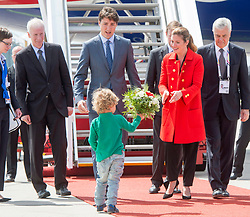 Prime Minister Justin Trudeau his wife Sophie Gregoire give their son Hadrien, their bouquet as they arrive for the G20 summit Thursday, July 6, 2017 in Hamburg, Germany.Photo by Ryan Remiorz/Canadian Press/ABACAPRESS.COM